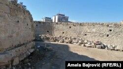 Arheolog Mustafa Balitić kaže da je ovogodišnje istraživanje omogućilo da se jasno vide faze izgradnje poslednjeg bedema (na fotografiji detalj sa arheološkog nalazišta).
