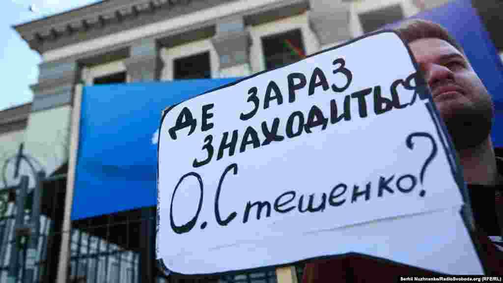 Aleksandr Steşenko Qırımda yaqalandı ve aprel 24 aqşamında mahsus tutuluv yerinden (spetspriyomnikten) belli olmağan tarafqa alıp ketilgen soñ bir daa kimsenen bağlanmadı