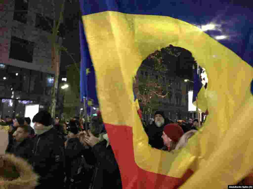 Steagul României în timpul Revoluției.