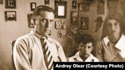 Вадим Макшеев с родителями Николаем и Ольгой Макшеевыми. Эстония. 1937 год