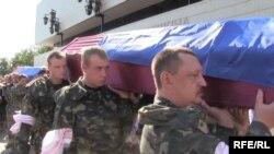 Похороны украинских солдат, погибших в зоне АТО, в Сумах 9 сентября 2014 года.