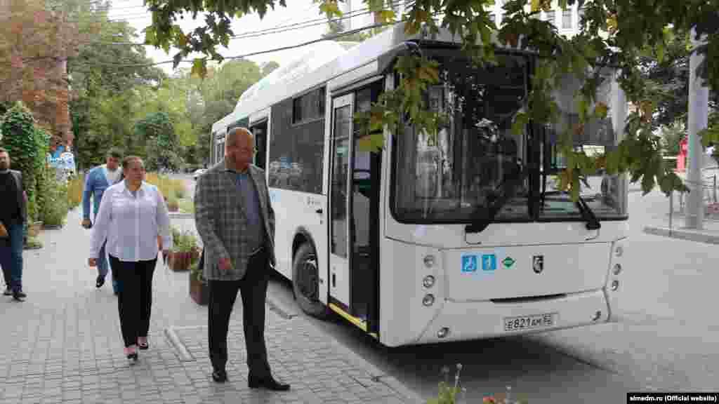 Автобусы-избирательные участки на улицах Симферополя
