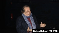 Режиссер Болат Атабаев общается со зрителями, пришедшими на его постановку. Кельн, 28 февраля 2013 года.