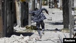 Боец повстанческих сил в Алеппо