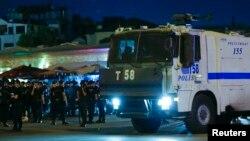 نیروهای پلیس ترکیه مستقر در میدان تقسیم استانبول