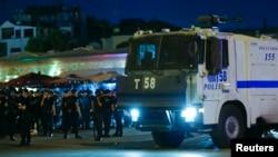 Թուրքիա -- Ոստիկանությունը հերթապահություն է իրականացնում Ստամբուլի կենտրոնական Թաքսիմ հրապարակում, 15-ը հուլիսի, 2016թ.