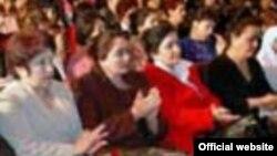 Тожикистонда аёлларга алоҳида эътибор қаратилаётгани ҳақидаги декларатив нутқлар тожик расмийлари томонидан айниқса 8 март байрами арафасида кўпроқ янграйди.