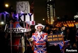 Ispred Parlamenta Velike Britanije na velikom skupu okupile su se pristalice Brexita