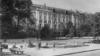 Сквер перед университетом, 1956. Фото: А. Саккэ