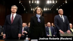 Директор ФБР Кристофер Рей, директор ЦРУ Джина Гаспел и директор разведки Дэн Коутс на слушаниях в Конгрессе 29 января 2019 года