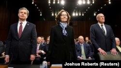 Директор ФБР Кристофер Рэй, глава ЦРУ Джина Хаспел и директор Национальной разведки Дэн Коатс на слушаниях в Сенате (на снимке слева направо)