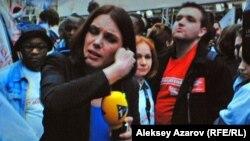 Главная героиня фильма «Битва при Сольферино» — журналистка, ведущая репортаж с улиц Парижа во время массовых выступлений, связанных с президентскими выборами. Снимок с киноэкрана.