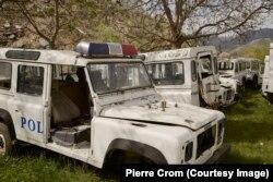 Четинье, Черногория – Обломки полицейских машин свалены на окраине Четинье. Еврокомиссия оказывает давление на Черногорию, чтобы эта страна провела реформу в правоохранительных органах. Гражданское общество рапортует о растущем количестве правонарушений