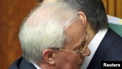 Микола Азаров (на передньому плані) і Віктор Янукович, 11 березня 2010 року
