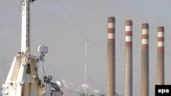 در نشست ماه اکتبر «اوپک» در دوحه، کشور های عضو سازمان تصميم گرفتند به منظور جلوگيری از کاهش بهای نفت، توليد رسمی خود را از آغاز ماه نوامبر يک ميليون و دويست هزار بشکه در روز کاهش دهند.