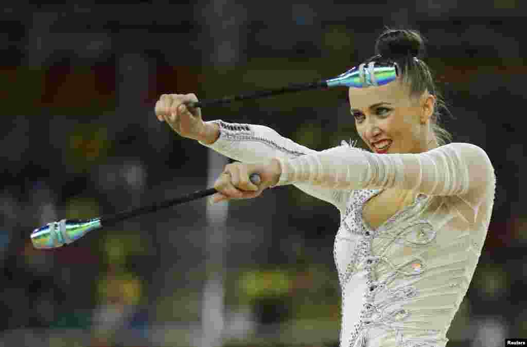 УкраїнкаГанна Різатдіноваупевнено тримала 2-гу позицію у багатоборстві з художньої гімнастики. Завершила кваліфікацію Ганна на загальному 3-у місці