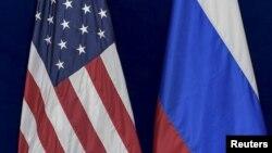 Флаги США и России.