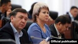 Ирина Карамушкина (в центре).