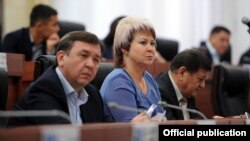 Депутаттар Ирина Карамушкина жана Азамат Арапбаев