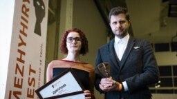 Schemes reporters Lyubomyra Remazhevska and Maksym Savchuk, winners of Ukraine's 2021 National Investigative Journalism Competition.
