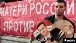 Участник антивоенной акции у посольства США в Москве 12 сентября, 2013