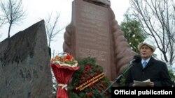 Ղըրղզստանի նախագահ Ալմազբեկ Ատամբաև, արխիվ
