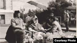 Сәяси ачлык 1991 ел. Уртада Фәүзия Бәйрәмова