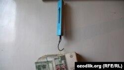 """Ўзбекистон """"қора бозори""""да 1 АҚШ доллари 6 минг сўмдан кўпроқни ташкил этмоқда."""