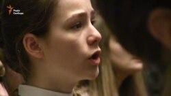Американка у Харкові вчила 300 дітей хоровому співу (відео)