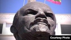 Фрагмент памятника Ленину в Тирасполе. Скульптор Николай Томский. 1975 год