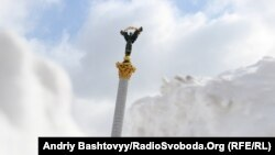 Киевте былтыр қыс қатты болды. Тәуелсіздік алаңында қалың қар жатты.