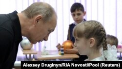 Путин Хакасиянең Черемушки авылы укучысы белән
