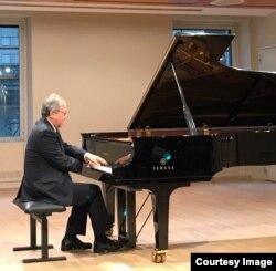 Джон Камицука играет Бетховена