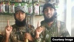 Воюющие в Сирии на стороне исламистских группировок мужчины, предположительно выходцы из Таджикистана. Фото из социальных сетей.