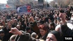 Ազատության հրապարակում ընդդիմության հետընտրական հանրահավաքներից մեկը, Երեւան, 21-ը փետրվար, 2008թ.