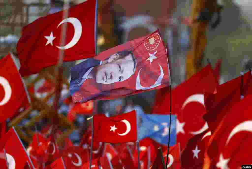 Прапор із зображенням президента Туреччини Реджепа Тайїпа Ердогана