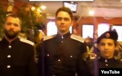 """Андрей Савельев (справа) в день """"спасения флага"""", 14 октября 2012 года, Киев"""