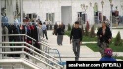 На вулицях тукменської столиці поки що спокійно...