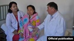 2015-жылдын апрель айында төрт эм төрөгөн Гүлайым Абдылдаева