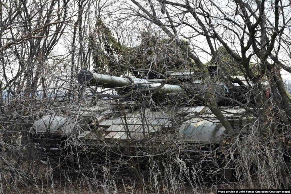 Ushtarët ukrainas me tanke, marrin pjesë në një stërvitje ushtarake.