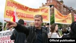 Дзамболат Тедеев запомнился и на прежних выборах в 2001 году