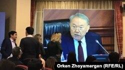 Президент Нұрсұлтан Назарбаев үкіметтің кеңейтілген отырысында сөйлеп отыр. Астана. 9 ақпан, 2018 жыл. Баспасөз орталығының мониторынан түсірілген сурет.