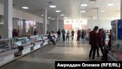В мясных рядах на рынках Душанбе малолюдно. 24 марта 2021 года