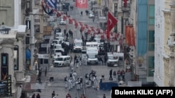 На месте нападения в центре Стамбула работают следователи, 19 марта 2016
