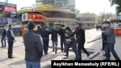 Задержание активистов в Алматы, 23 октября 2016 года.