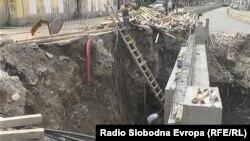 Работа на мостот на реката Пена во Тетово.
