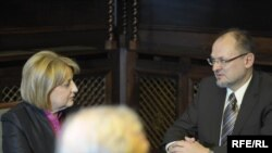 Jelko Kacin u razgovoru sa predsednicom Skupštine, Slavicom Đukić Dejanović, 16. mart 2010. Fotografije uz tekst: Vesna Anđić