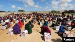 Сомали, лагерь беженцев. Сюда доставлена гуманитарная помощь от Красного Креста Турции. Май, 2017 года.