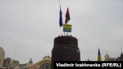 Постамент сброшенного памятника Ленину в Киеве. Автор скульптуры - Сергей Меркуров