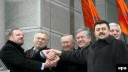 Увольнение министров в соответствии с конституцией возможно только при согласии президента